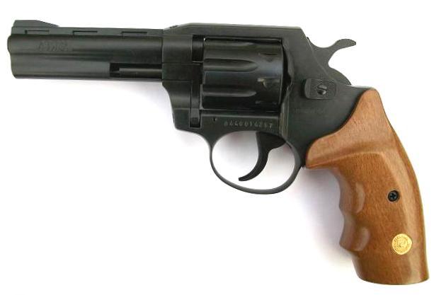 Револьвер ALFA 440 с вороненым стволом и деревянной рукояткой