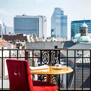 Работа для очаровательных дам в Европе - Брюссель. 8000 евро